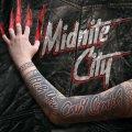 """Gli amanti del glam e dello sleaze metal troveranno pane per i loro denti con """"Itch You Can Scratch"""" dei Midnite City!"""